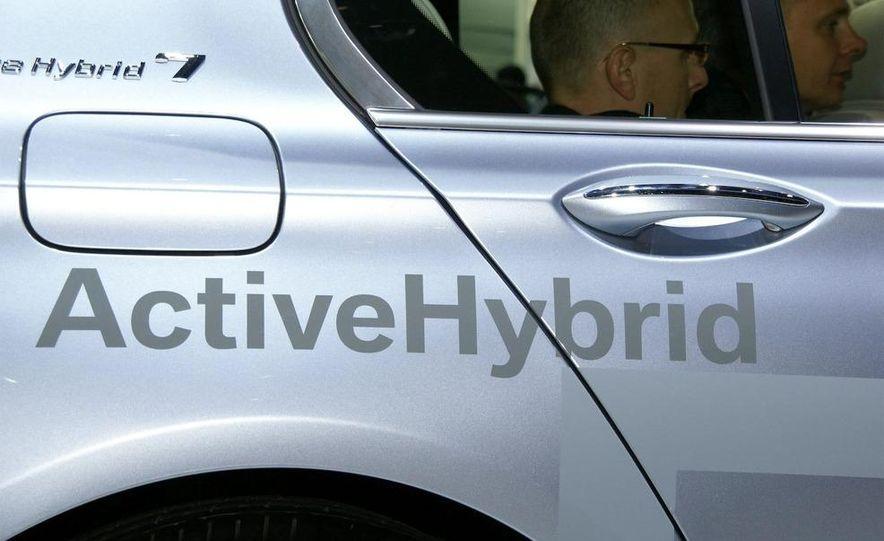 2010 BMW ActiveHybrid 7 - Slide 10