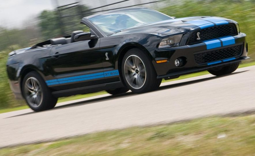 2010 Ford Mustang Shelby GT500 convertible - Slide 1