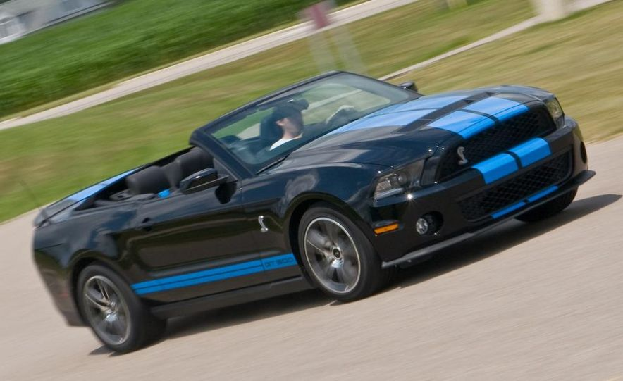 2010 Ford Mustang Shelby GT500 convertible - Slide 2