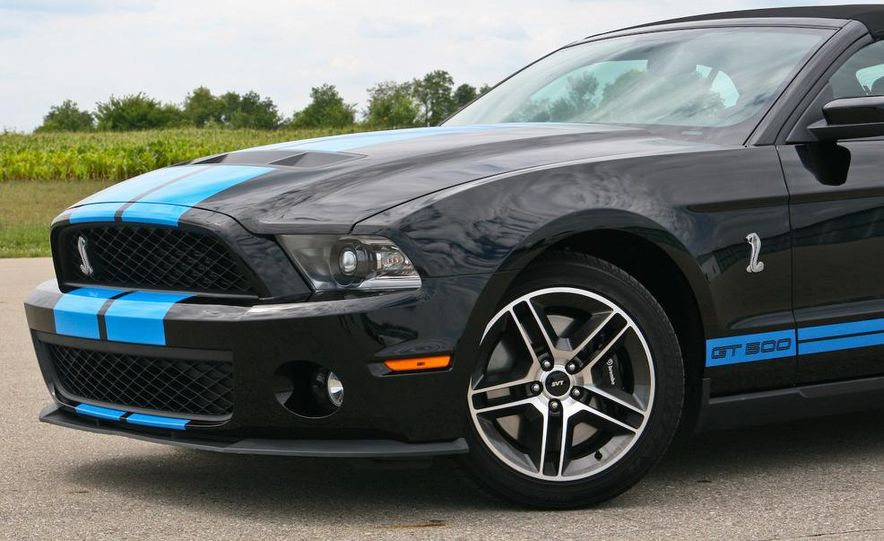 2010 Ford Mustang Shelby GT500 convertible - Slide 7