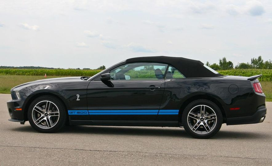 2010 Ford Mustang Shelby GT500 convertible - Slide 9