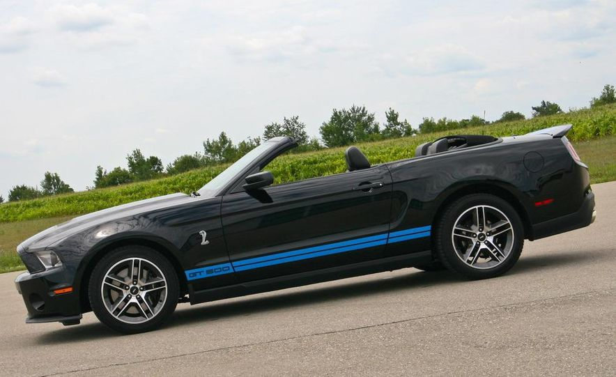 2010 Ford Mustang Shelby GT500 convertible - Slide 17