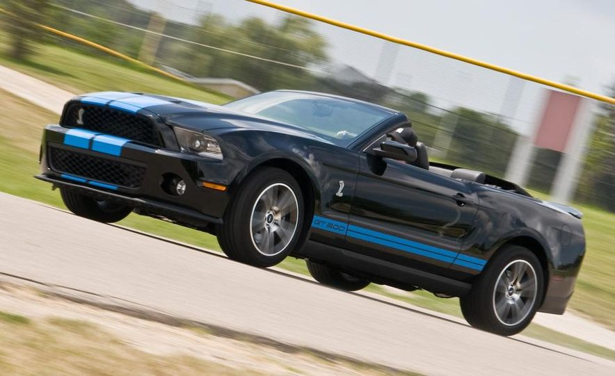 2010 Ford Mustang Shelby GT500 convertible - Slide 23