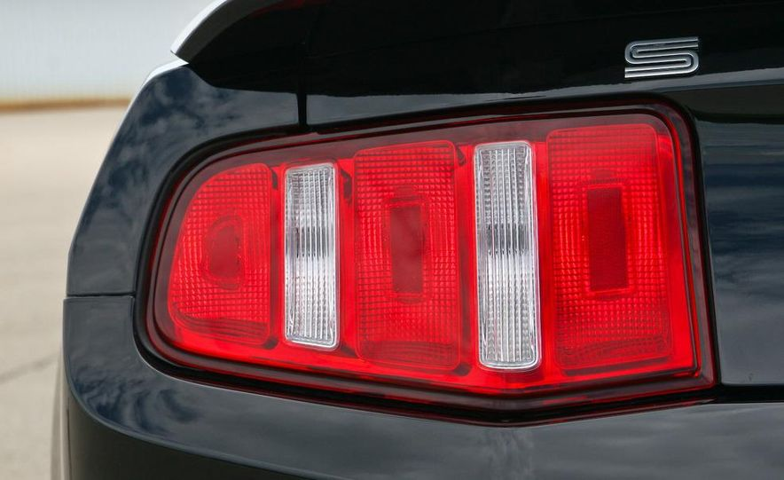 2010 Ford Mustang Shelby GT500 convertible - Slide 33