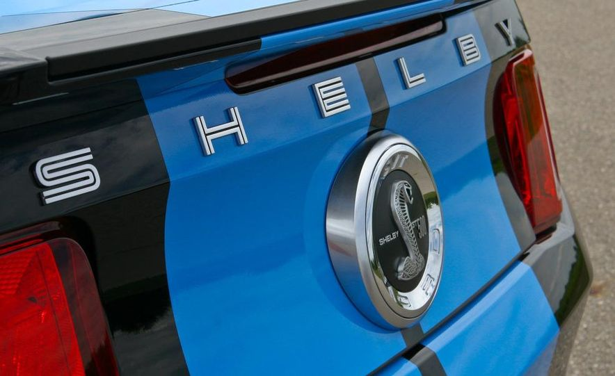 2010 Ford Mustang Shelby GT500 convertible - Slide 32
