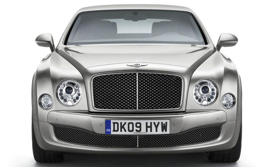 2011 Bentley Mulsanne front three-quarter view - Slide 3