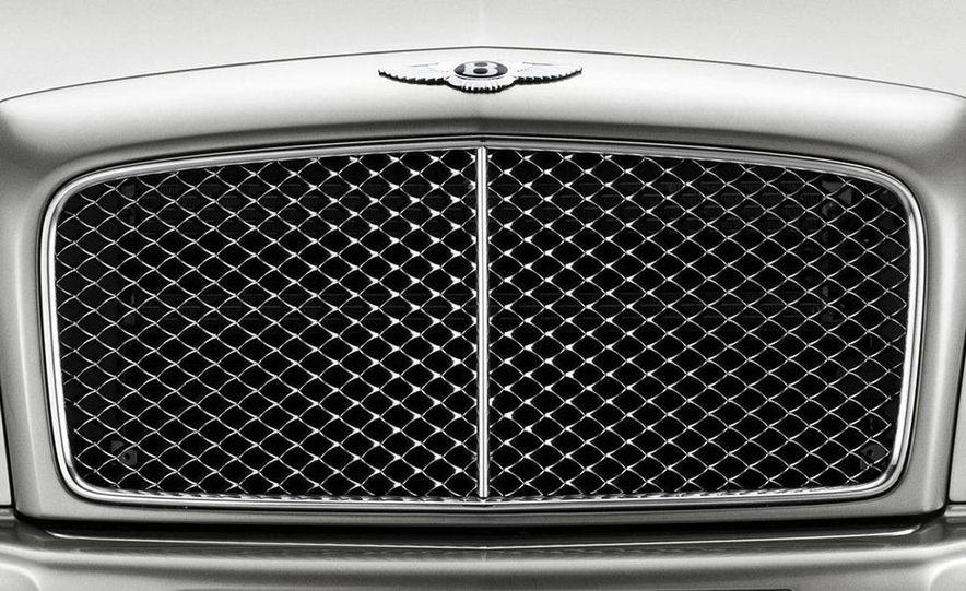 2011 Bentley Mulsanne front three-quarter view - Slide 9