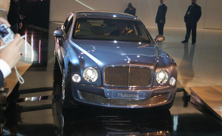 2011 Bentley Mulsanne front three-quarter view - Slide 12