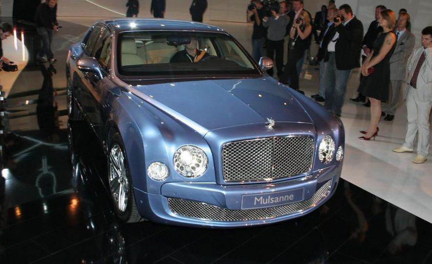 2011 Bentley Mulsanne front three-quarter view - Slide 14