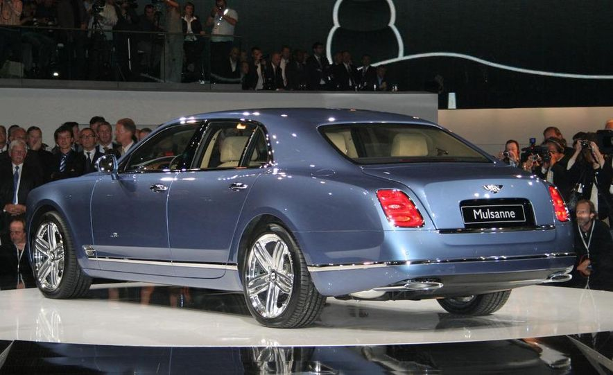 2011 Bentley Mulsanne front three-quarter view - Slide 19