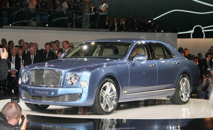 2011 Bentley Mulsanne front three-quarter view - Slide 21