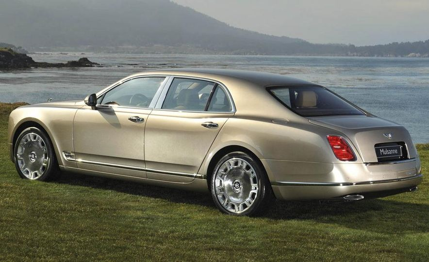 2011 Bentley Mulsanne front three-quarter view - Slide 7