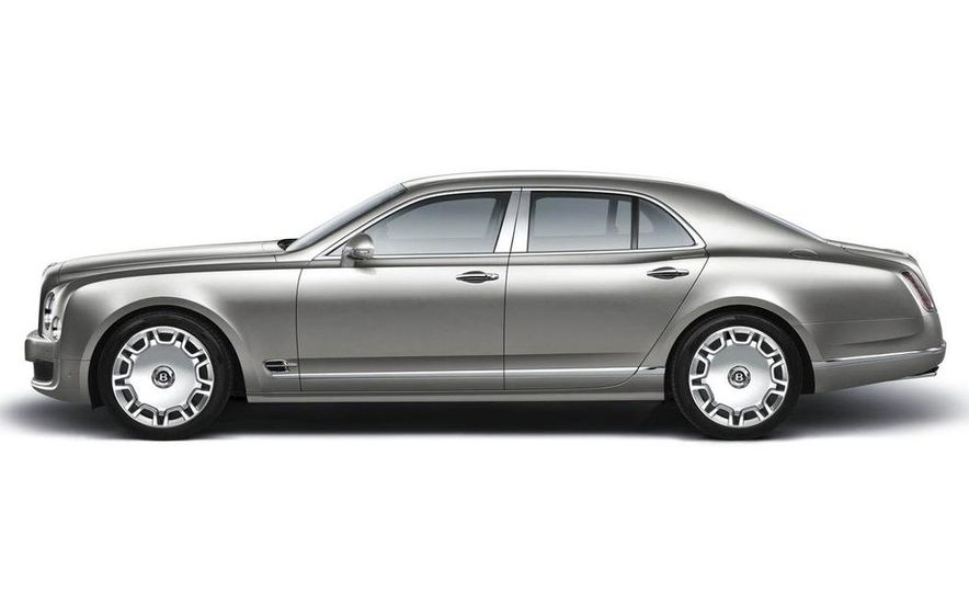 2011 Bentley Mulsanne front three-quarter view - Slide 4