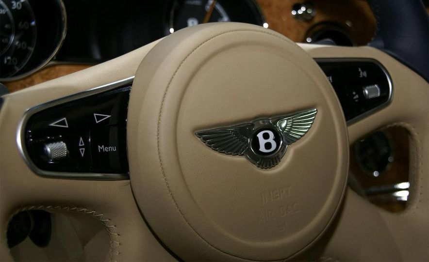2011 Bentley Mulsanne front three-quarter view - Slide 30