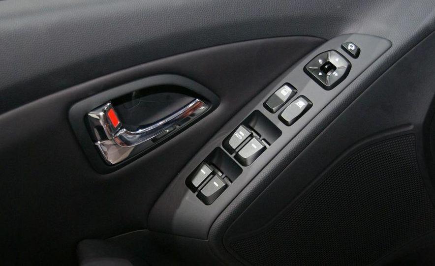 2010 Hyundai Tucson - Slide 2