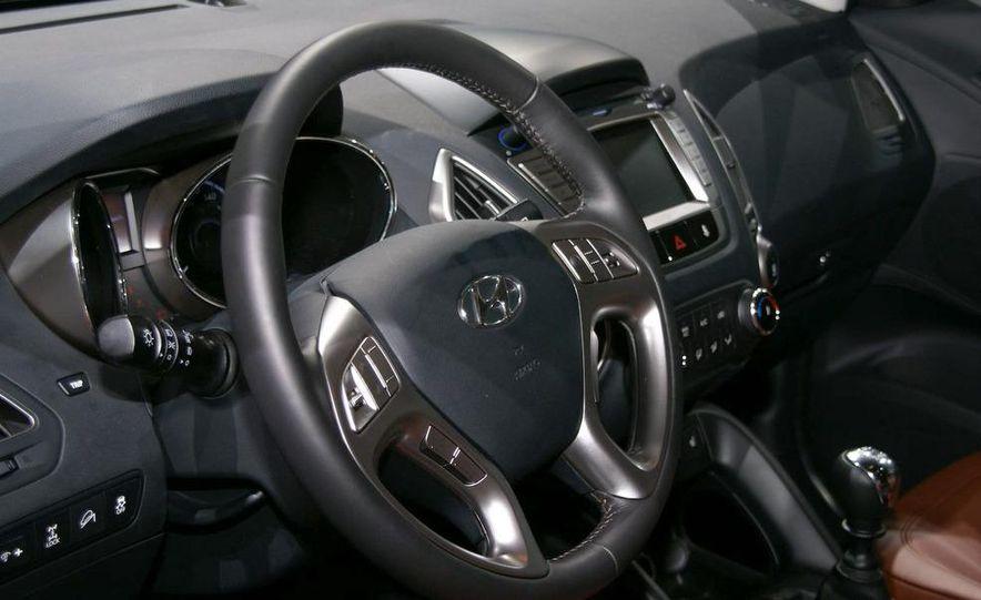 2010 Hyundai Tucson - Slide 3