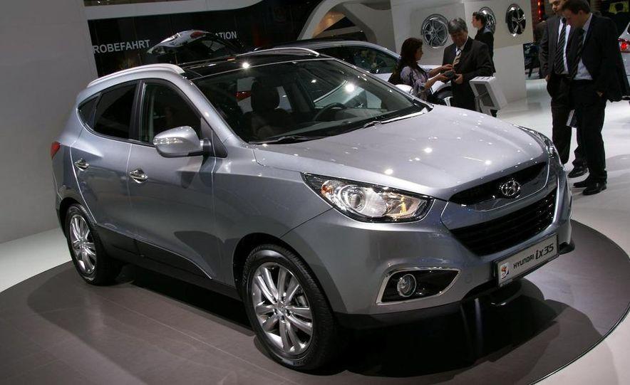 2010 Hyundai Tucson - Slide 1