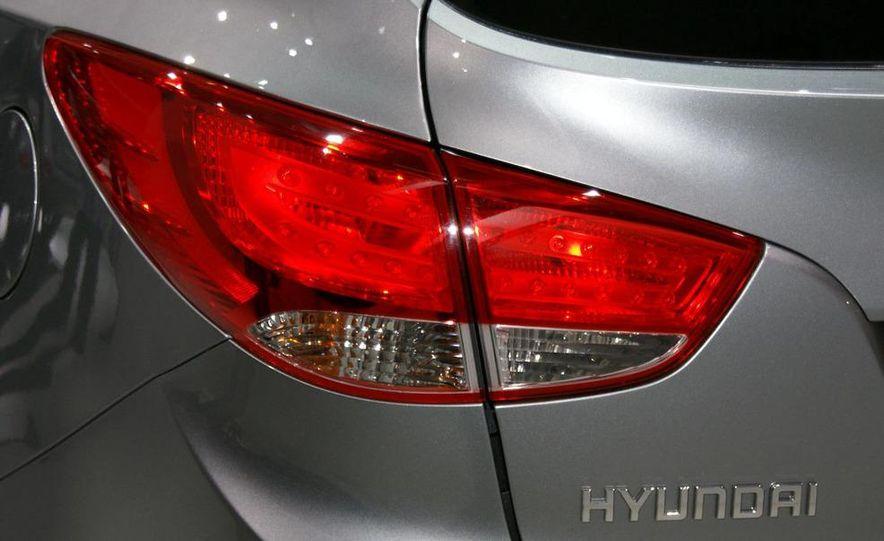 2010 Hyundai Tucson - Slide 7