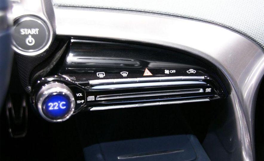 Lexus LF-Ch concept - Slide 20