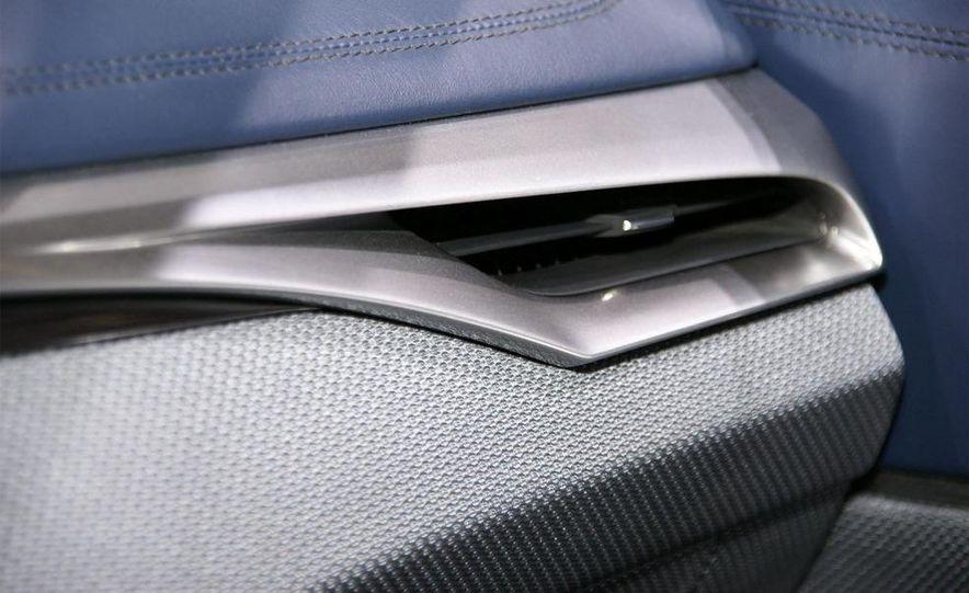 Lexus LF-Ch concept - Slide 18