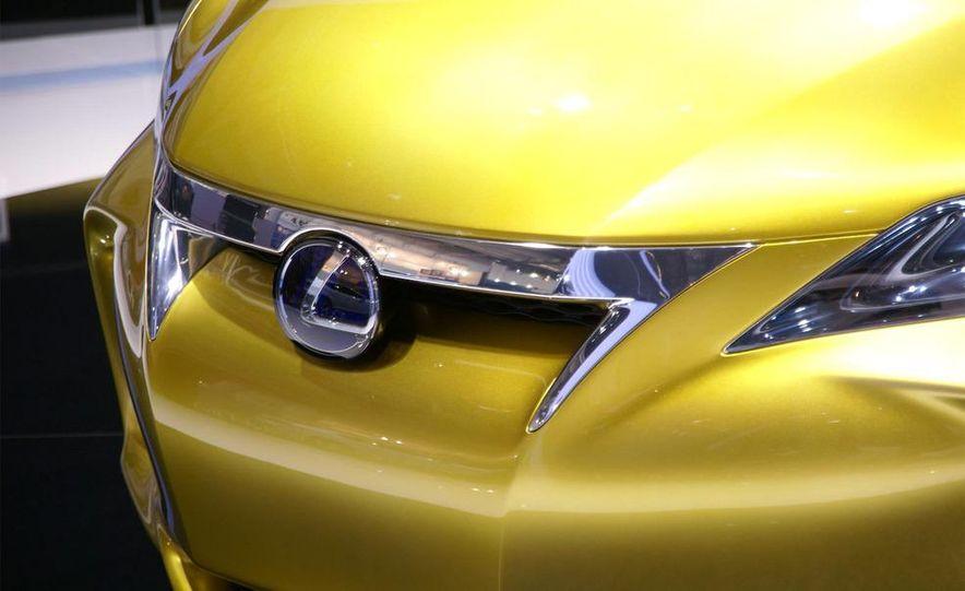 Lexus LF-Ch concept - Slide 9
