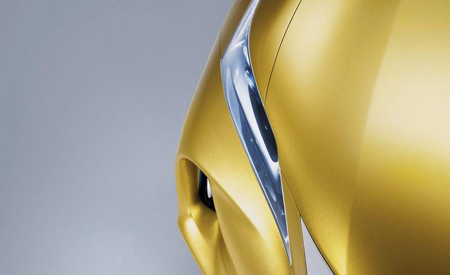Lexus LF-Ch concept - Slide 39
