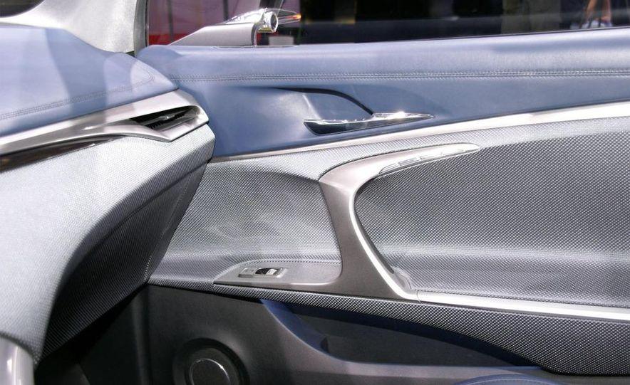 Lexus LF-Ch concept - Slide 24
