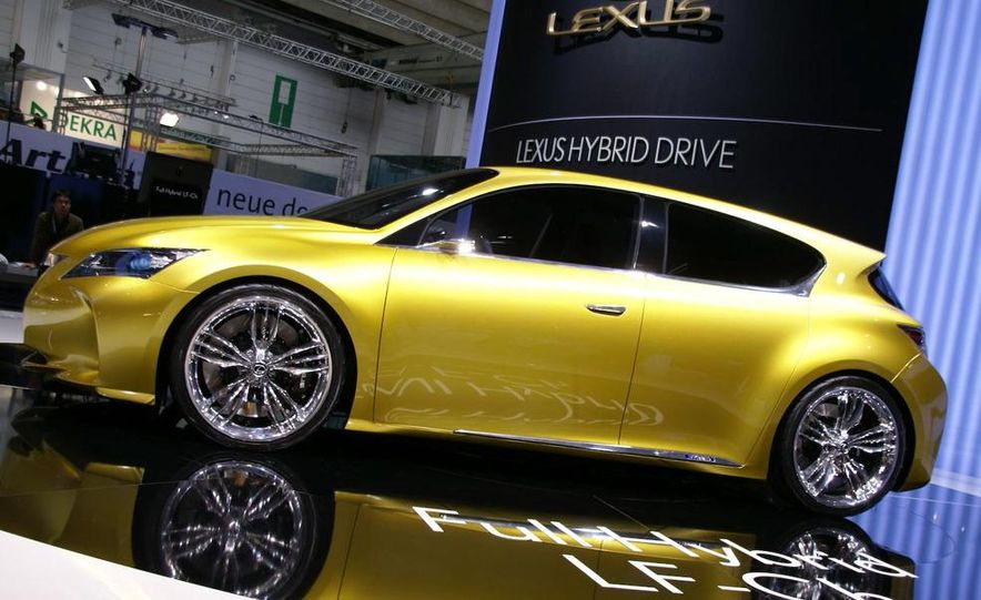 Lexus LF-Ch concept - Slide 2