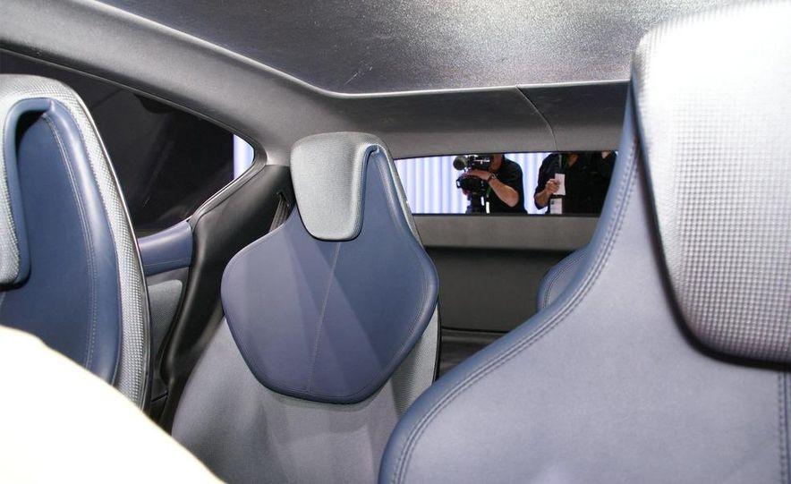 Lexus LF-Ch concept - Slide 16