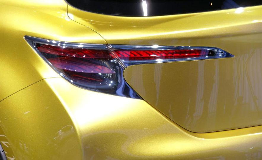 Lexus LF-Ch concept - Slide 11