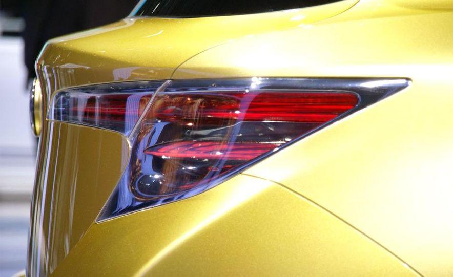 Lexus LF-Ch concept - Slide 10
