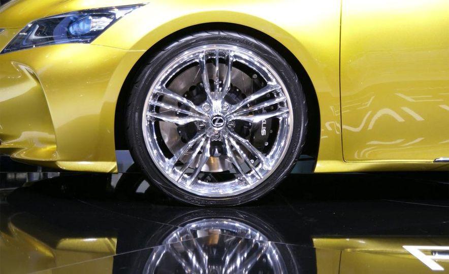 Lexus LF-Ch concept - Slide 8