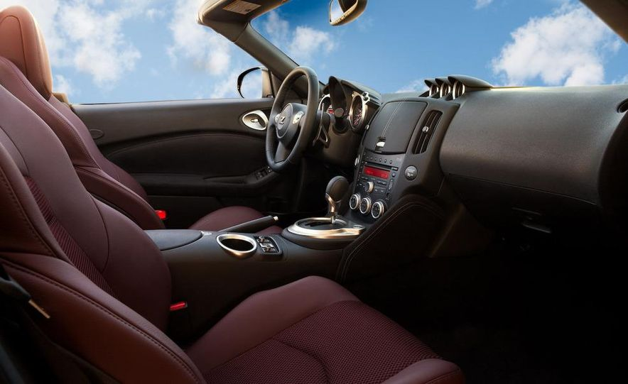 2010 Nissan 370Z roadster - Slide 20