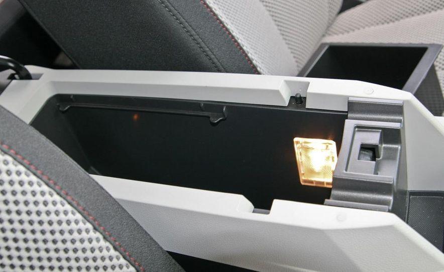 2010 Chevrolet Equinox LT - Slide 33