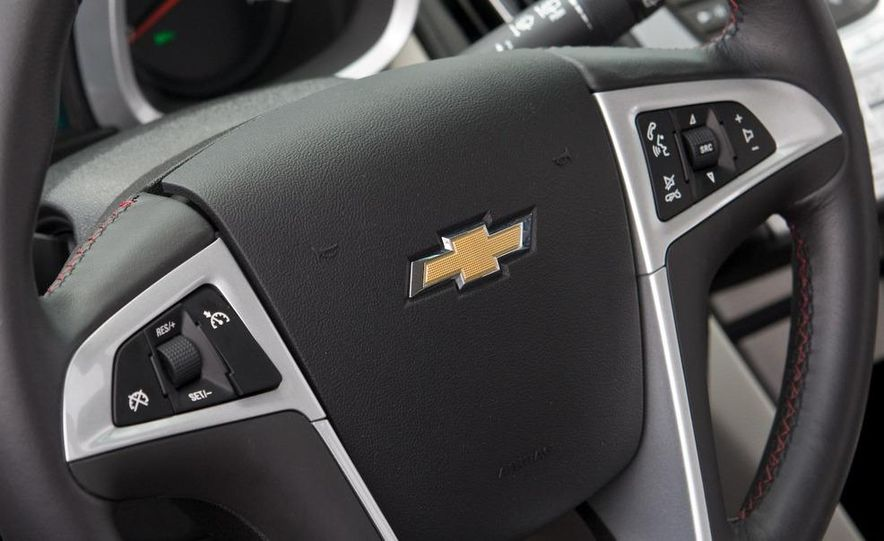 2010 Chevrolet Equinox LT - Slide 30