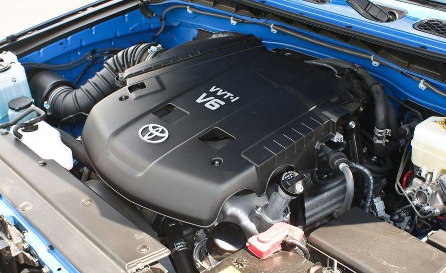 2009 Toyota FJ Cruiser door badge - Slide 38