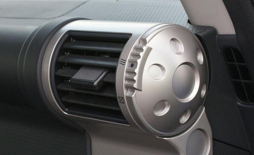 2009 Toyota FJ Cruiser door badge - Slide 29