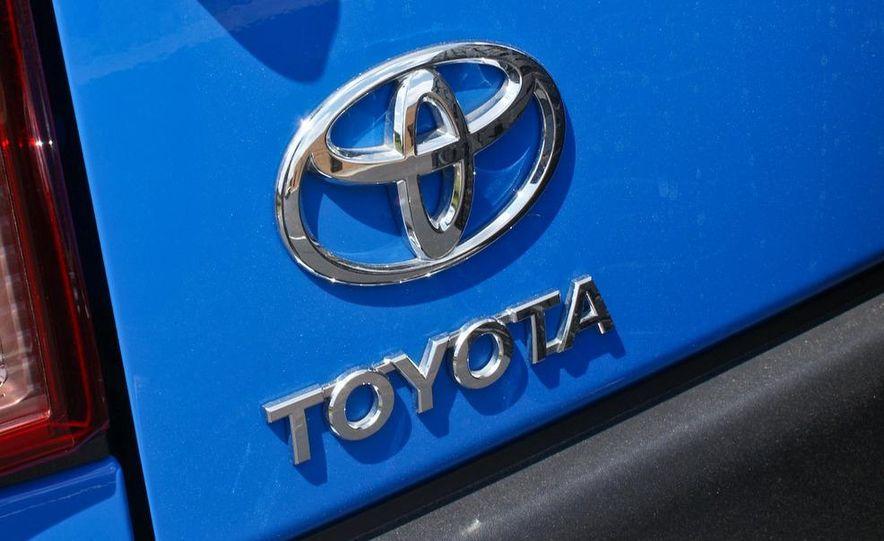 2009 Toyota FJ Cruiser door badge - Slide 26