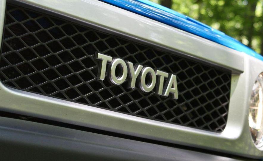 2009 Toyota FJ Cruiser door badge - Slide 5