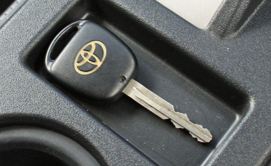 2009 Toyota FJ Cruiser door badge - Slide 22