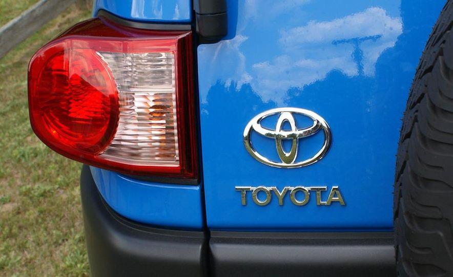 2009 Toyota FJ Cruiser door badge - Slide 12