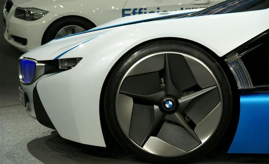 BMW Vision EfficientDynamics Concept - Slide 16