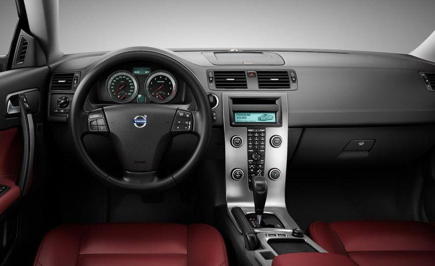 2011 Volvo C70 - Slide 18