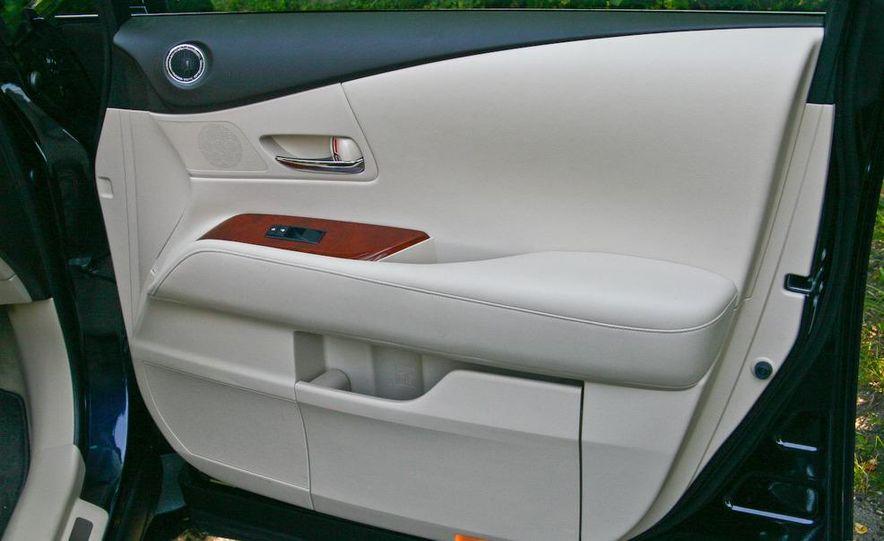 2010 Lexus RX450h - Slide 29