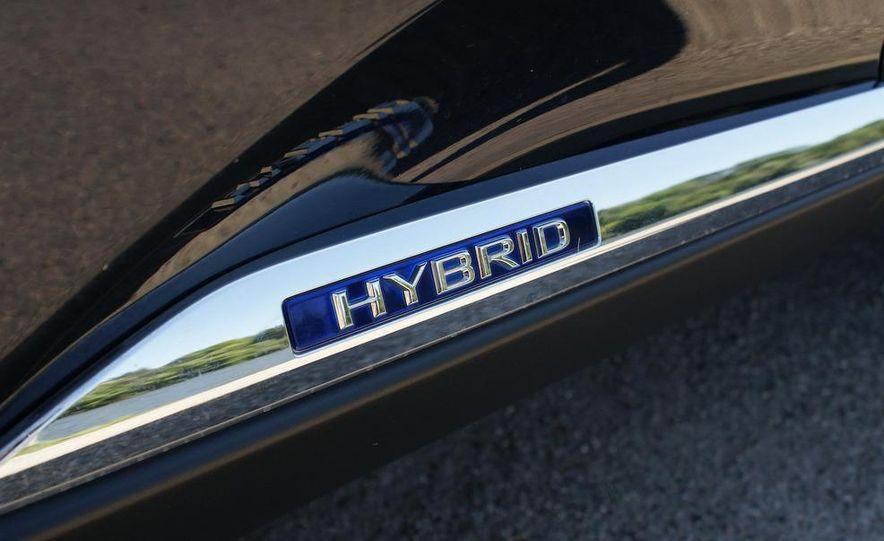 2010 Lexus RX450h - Slide 27