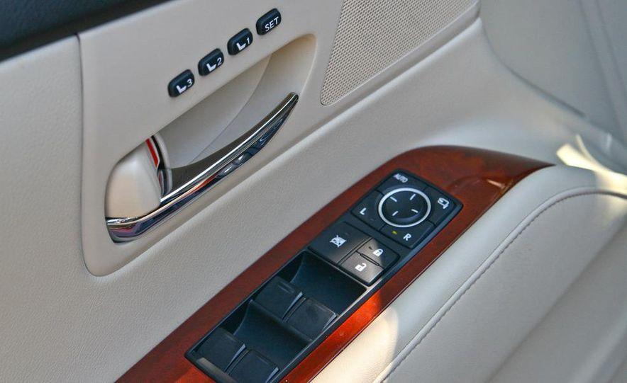 2010 Lexus RX450h - Slide 32