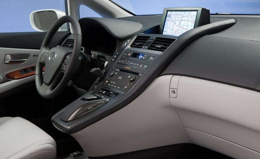 2010 Lexus LS600hL - Slide 9