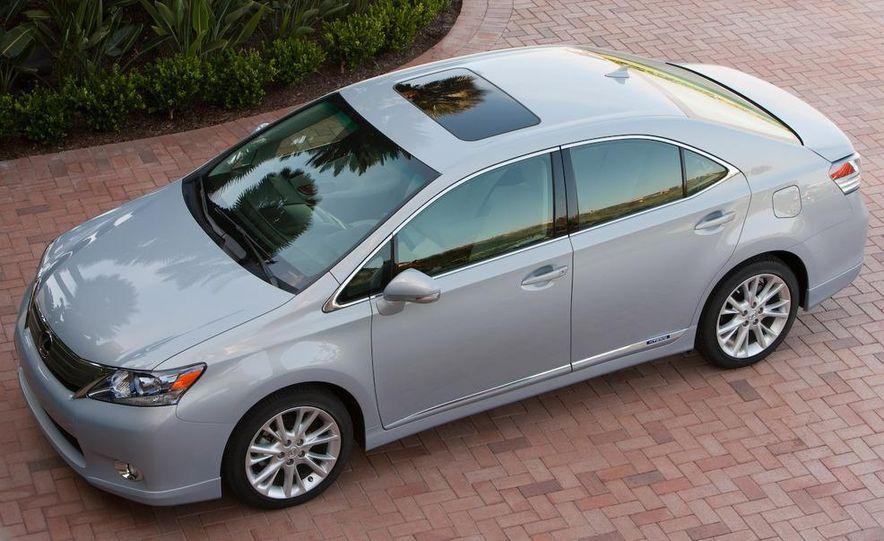 2010 Lexus LS600hL - Slide 13