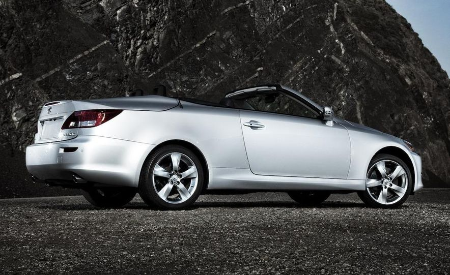 2010 Lexus LS600hL - Slide 24
