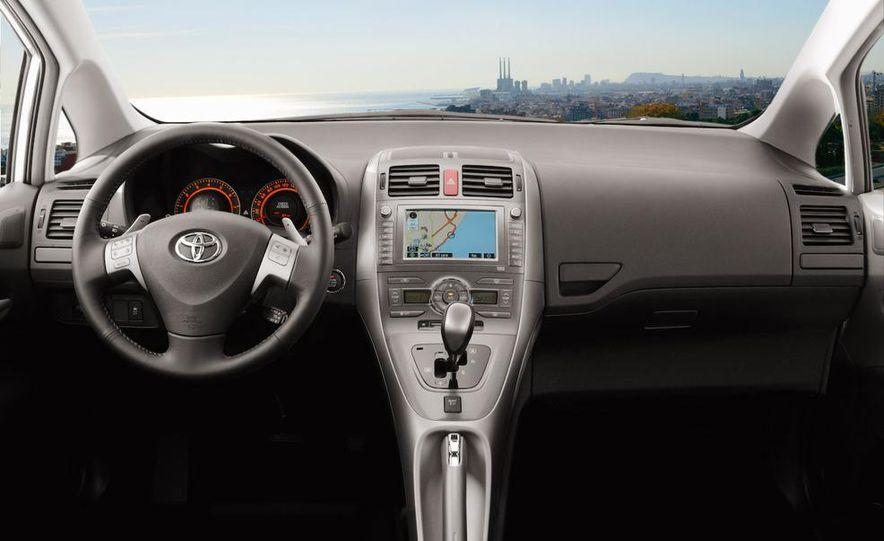 2010 Toyota Auris hybrid - Slide 11